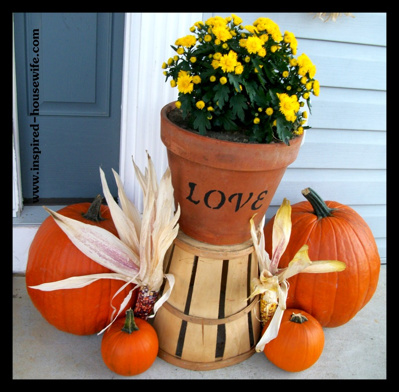 Inspired-Housewife:  Personalized and Inexpensive Fall Decorating Ideas, Porch Decor Tips perfect for Halloween or Thanksgiving, Autumn or Harvest decorations